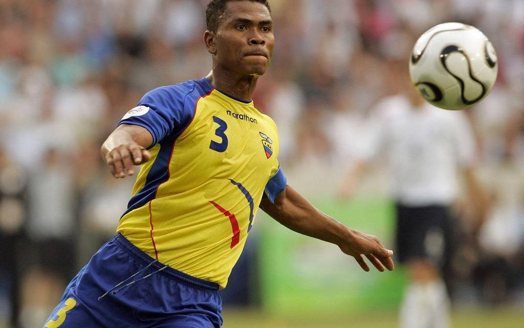 7 de Abril negocia com zagueiro de duas Copas do Mundo