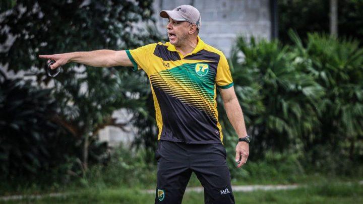 Maurinho exalta elenco e projeta confronto contra o Duque de Caxias
